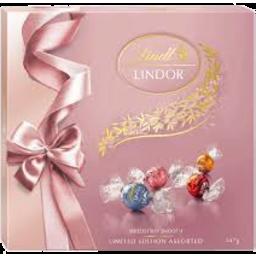 Photo of Lindt Lindor Pink Ribbon Gift Box 147g